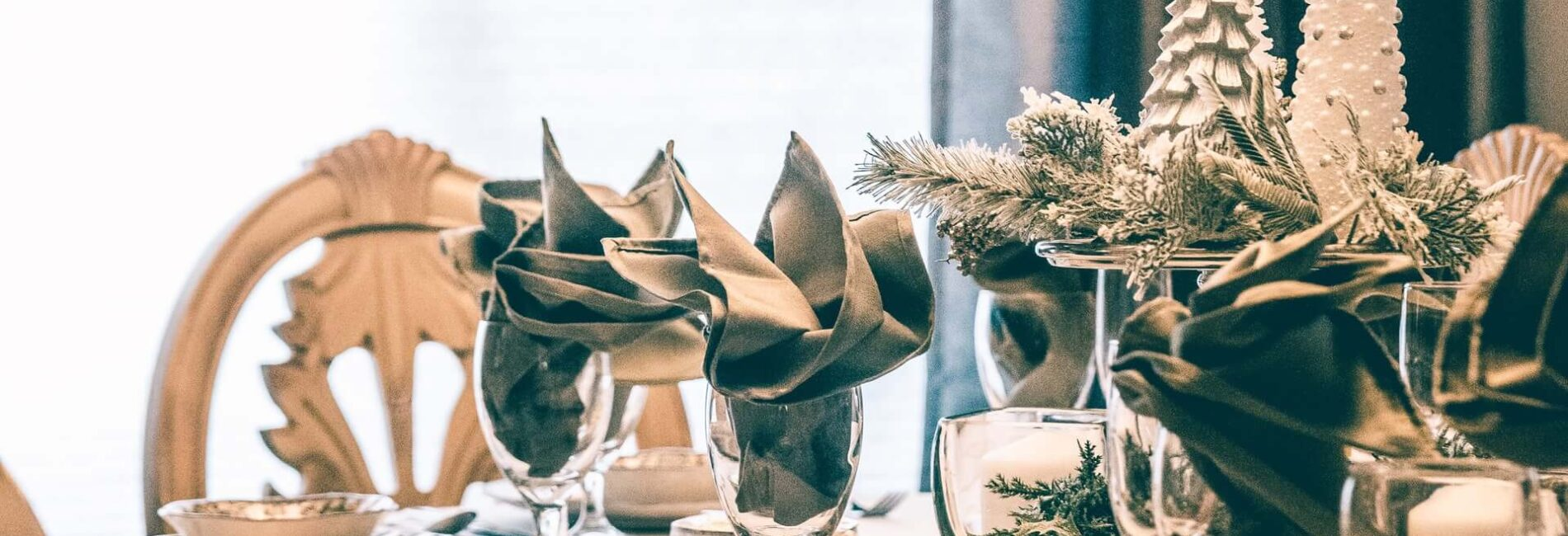 Beautiful Christmas Table Centerpiece: DIY Project