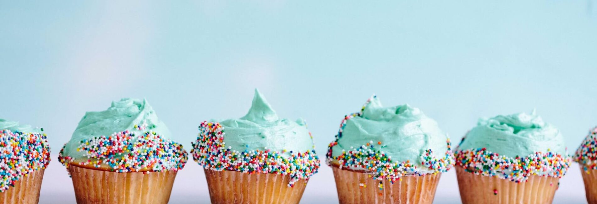 Decorate Your Cake Using the Cake Mix Bag